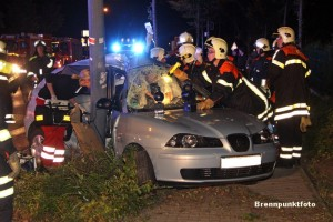 13.06.2011 (BP110613-01) Dresden - VKU PKW knallt gegen Lampenmast - 2 Schwerverletzte